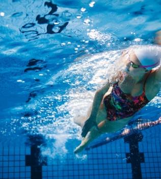 Quebramos 3 mitos sobre a natação (e mostramos quais são seus benefícios)